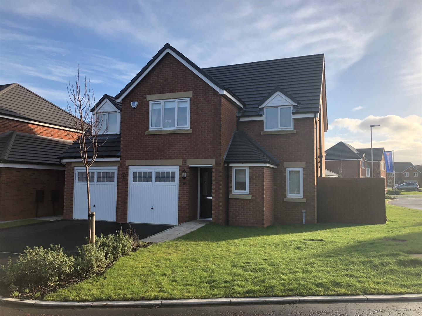 5 Bedrooms Detached House for sale in Thistleton Place, Wrea Green, Preston